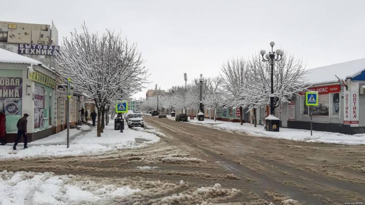 """""""Повний провал"""": В окупованому Сімферополі розповіли, як """"чистять"""" дороги"""