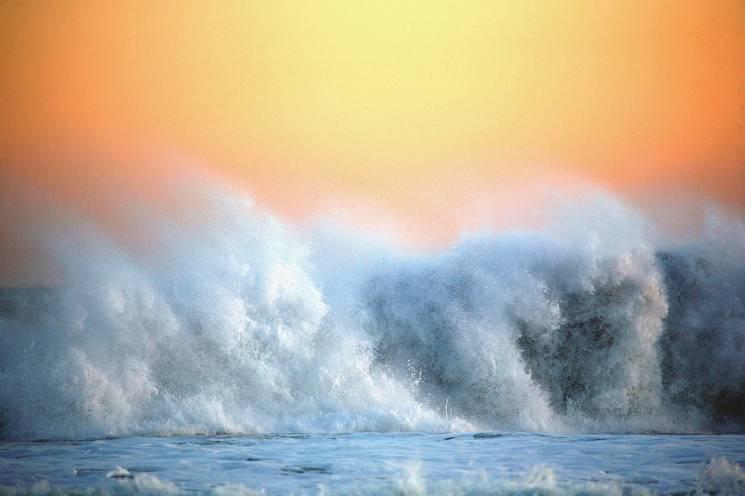 На Анапу обрушаться п'ятиметрові хвилі і сильний вітер