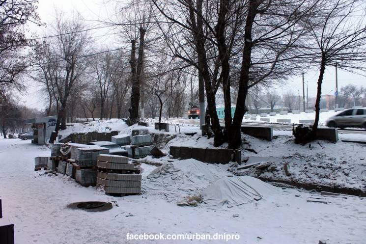 У Дніпрі на місці демонтованих МАФів будують зону відпочинку (ФОТО)