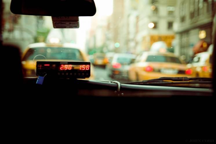 В Краснодарі водій таксі пограбував свого пасажира