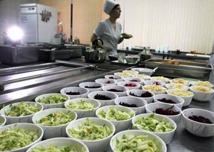 Російським школярам можуть заборонити приносити їжу з собою