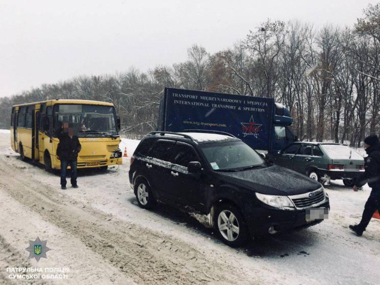 """На автошляху """"Суми-Полтава"""" сталась ДТП за участі чотирьох автівок (ФОТО)"""