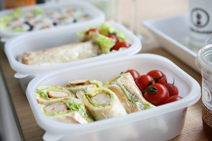 Стало відомо, яку їжу неможна буде приносити російським школярам