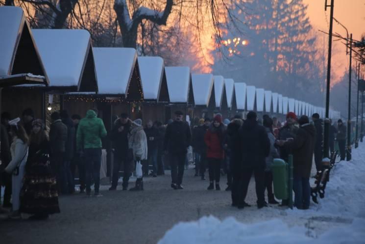 """Як у Мукачеві офіційно та врочисто відкривали """"Червене вино"""" (ФОТО)"""