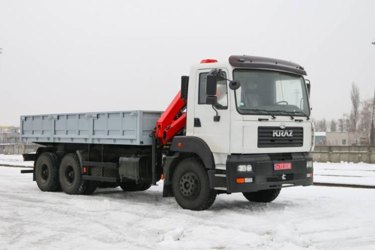 """У Кременчуці похизувалися новими спецвантажівками """"КрАЗ"""""""