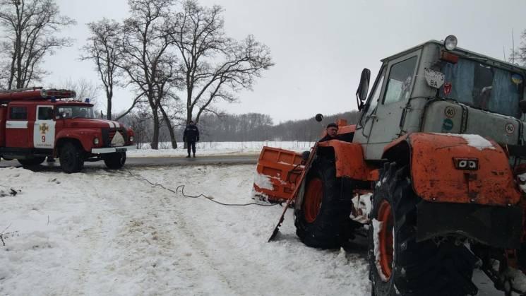 На Кропивниччині витягали із заметів два трактори, вантажівку та легковик (ФОТО)