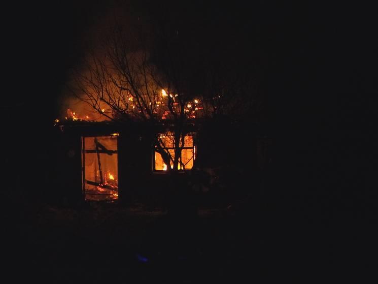 У Бердянську сталася потужна пожежа на приватному подвір'ї (ФОТО)