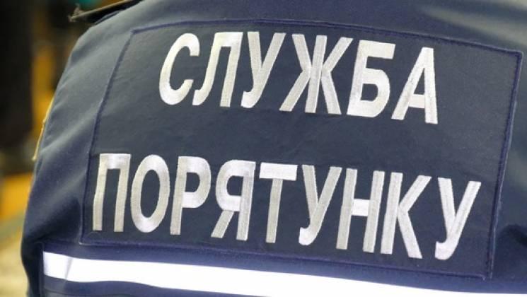 """У Вінниці рятувальники витягли з кювету """"швидку"""""""