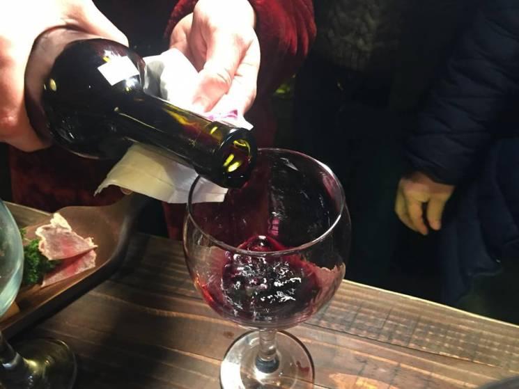 """Відповідальна справа: Як трудиться дегустаційна комісія """"Червеного вина"""" (ФОТО)"""