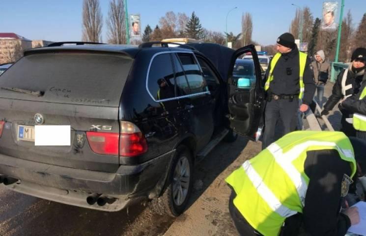 В Ужгороді на транспортному мості сталася потрійна ДТП (ФОТО)