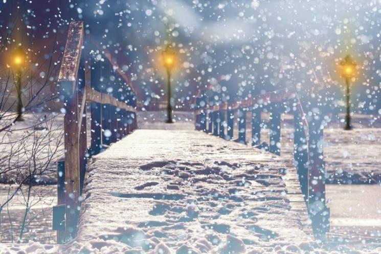 Морози відступають: У Києві потроху сніжитиме та накриє штормовим вітром