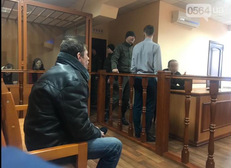 Криворіжцю, що помочився на прапор України, відмовили у апеляції: Чоловік отримав реальний строк