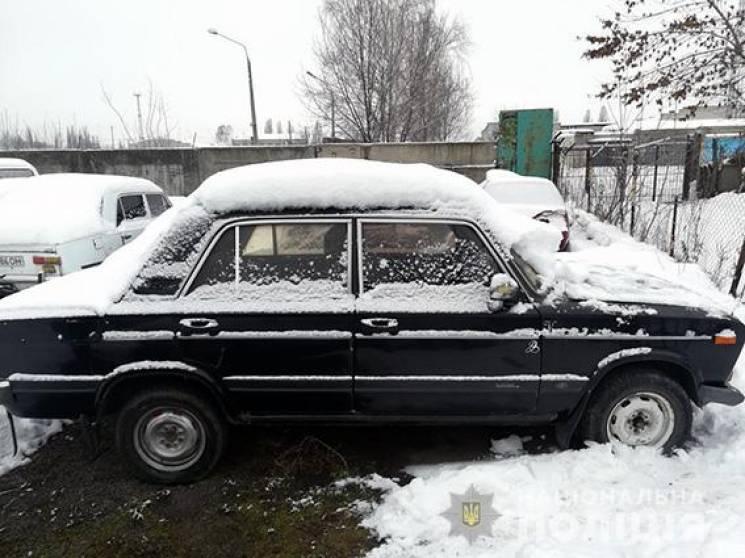 У Кременчуці двоє молодиків крали запчастини з автівок на штрафмайданчику (ФОТО)