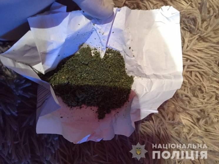У Берегівському районі поліція вилучила у місцевого жителя наркотики (ФОТО)