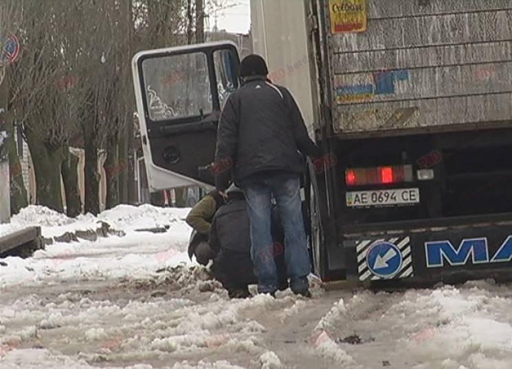 У Бердянську на закритій ділянці дороги застрягли автомобілі (ФОТО)