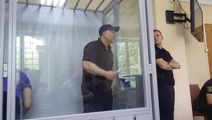 Теракт біля Палацу спорту в Харкові: Підозрюваного привезли до суду з побитим лицем