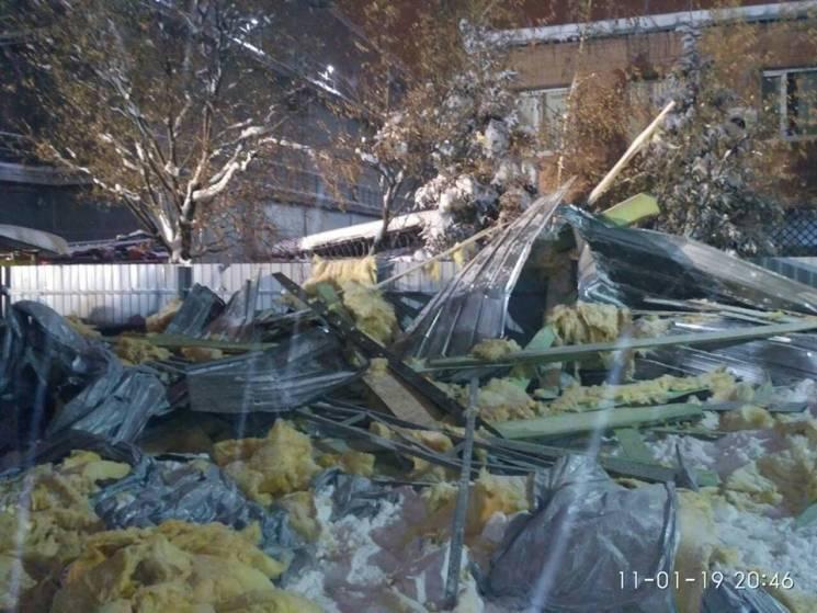 Прокуратура взялася за контролюючі органи, що дозволили зводити небезпечний павільйон у Харкові