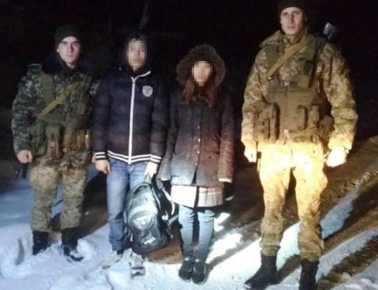 Закарпатські прикордонники врятували двох змерзлих нелегалів (ФОТО)