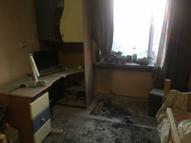 У Мукачеві через гірлянду сталася пожежа в квартирі, де перебував підліток (ФОТО)
