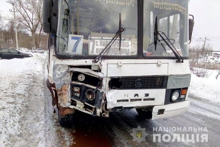 На Донеччині в ДТП потрапив рейсовий автобус, загинула сім'я (ФОТО)
