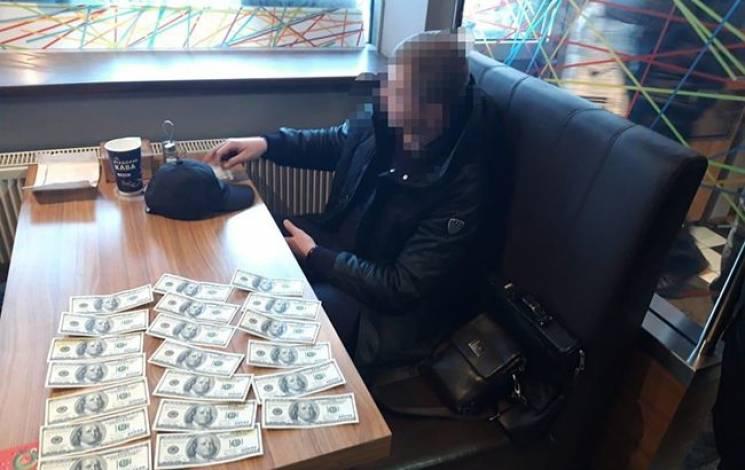 У Львівській області при спробі дати хабар затримали директора підприємства (ФОТО)
