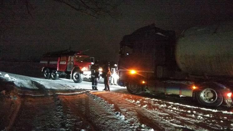 На Дніпропетровщині рятувальники звільнили зі снігового полону родини з дітьми (ФОТО)