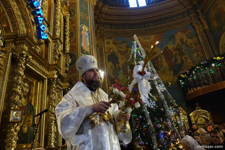Предстоятель Української православної церкви править службу у Вінниці (ФОТО)