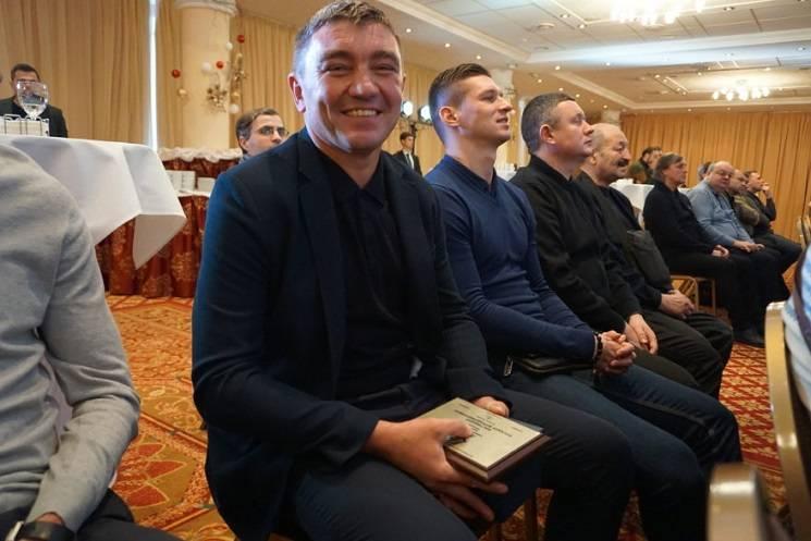 """Екс-гравець """"Дніпра"""" отримав нагороду кращому тренеру першої ліги (ФОТО)"""