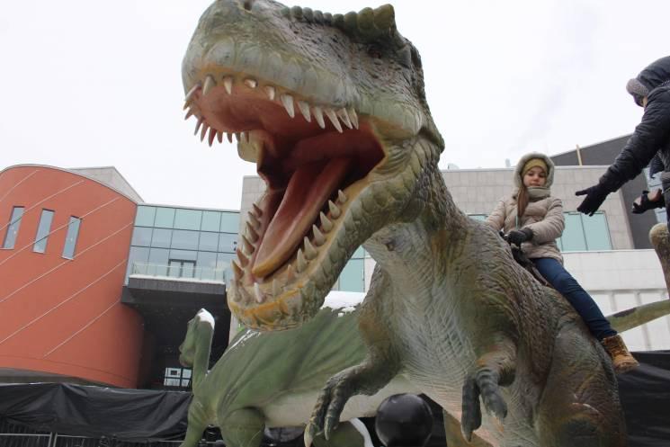 Как вблизи выглядят динозавры, которые п…