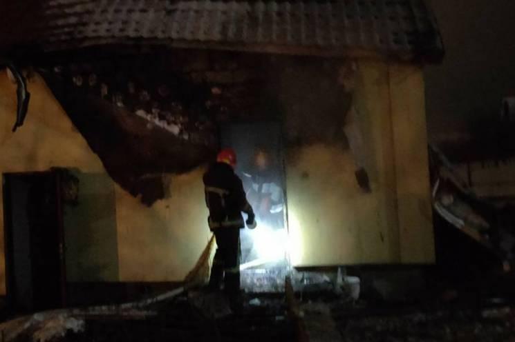 У Хмельницькому районі спалахнула лазня (ФОТО)