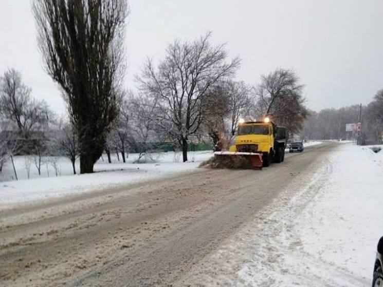 Негода триває: Автошляхи Полтавщини розчищає від снігу 139 одиниць спецтехніки