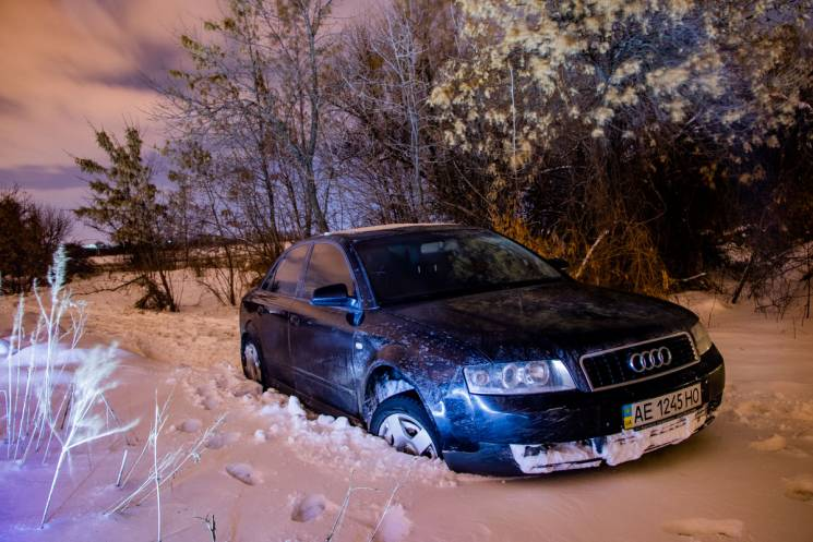 У Дніпрі п'яний водій тікав від поліцейських й застряг у снігу