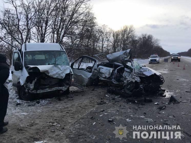 На Харківщині мікроавтобус зіткнувся із легковиком: Загинули чотири людини (ФОТО)