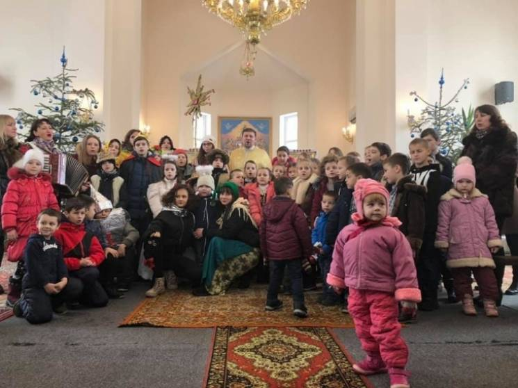 На Прикарпатті дружини і діти захисників колядували у родинах полеглих на Донбасі (ФОТО)