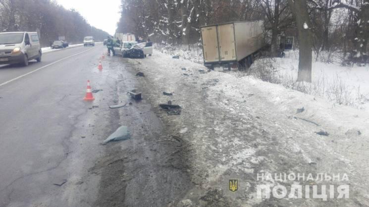 """Після аварії в Немирівському районі водій """"Шкоди"""" потрапив у реанімацію (ФОТО)"""