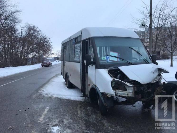 У Кривому Розі маршрутка зіткнулася із вантажівкою (ФОТО)