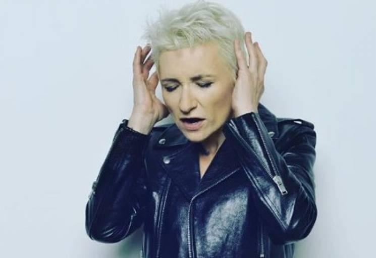Відома російська співачка потрапила до лікарні у Франції