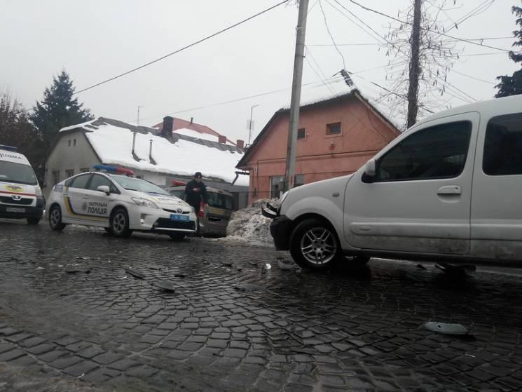 В центре Мукачево произошло тройное ДТП (ФОТО, ВИДЕО)