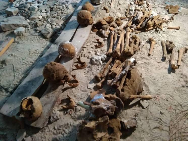 На Хмельниччині під час будівництва амбулаторії натрапили на масове поховання (ФОТО)