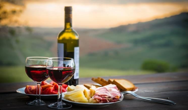 """Кофе, сыр и вино: Как после поездки по Закарпатью туристы привозят несколько килограммов """"воспоминаний"""""""