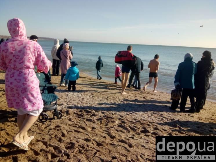 Одесити святкують Водохреща морськими купаннями (ФОТО)