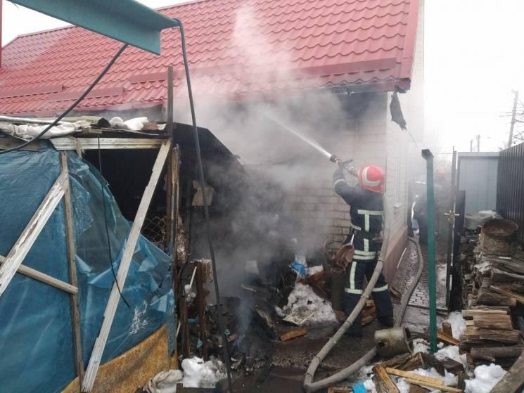 У запорізькому селі горіла надвірна споруда (ФОТО)