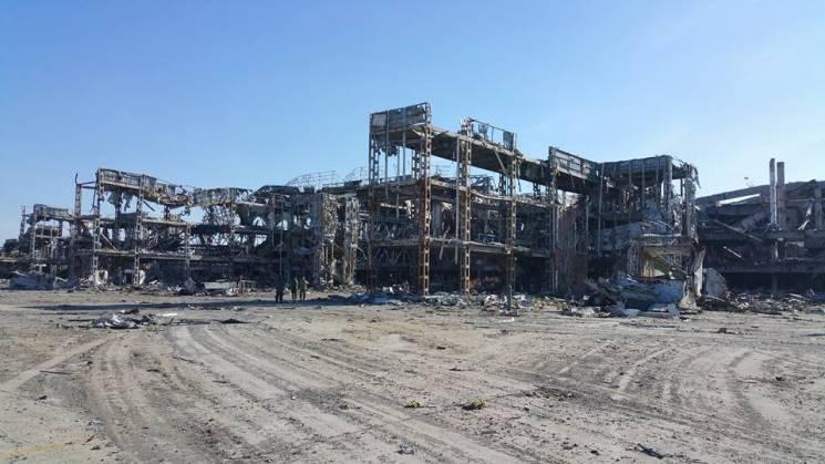 Порошенко обіцяє відбудувати Донецький аеропорт (ФОТО, ВІДЕО)