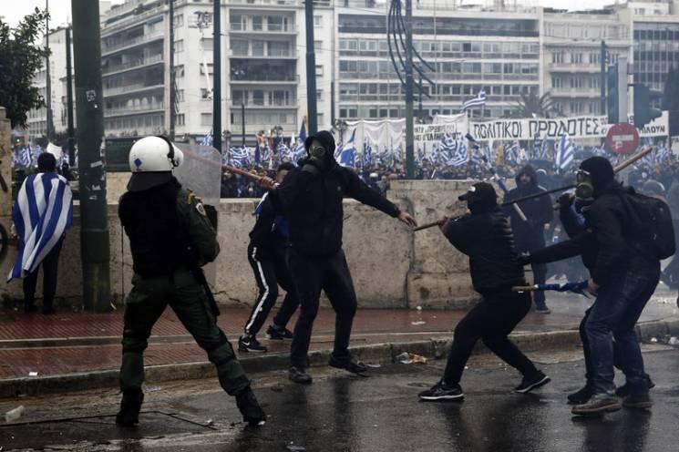 """Пекло в Афінах: Навіщо Путін розпалює """"греко-македонську війну"""""""
