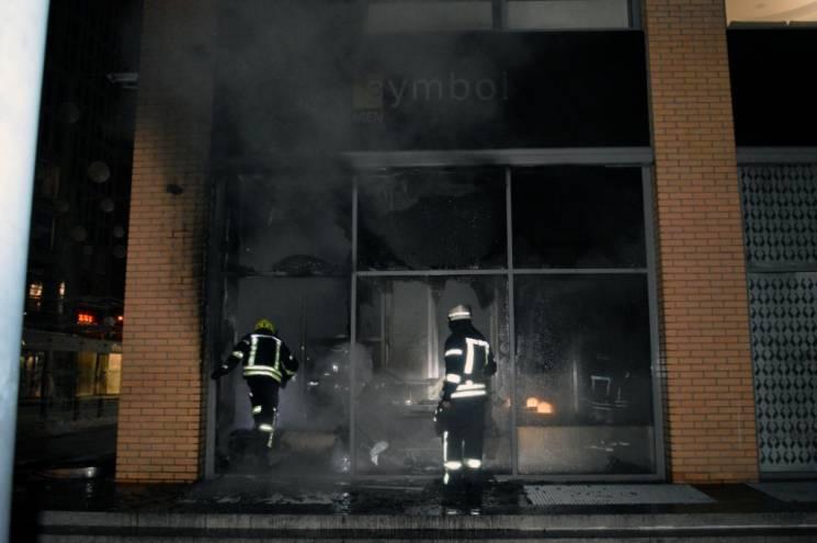 Підпал магазину в центрі Дніпра зафіксувала відеокамера (ВІДЕО)