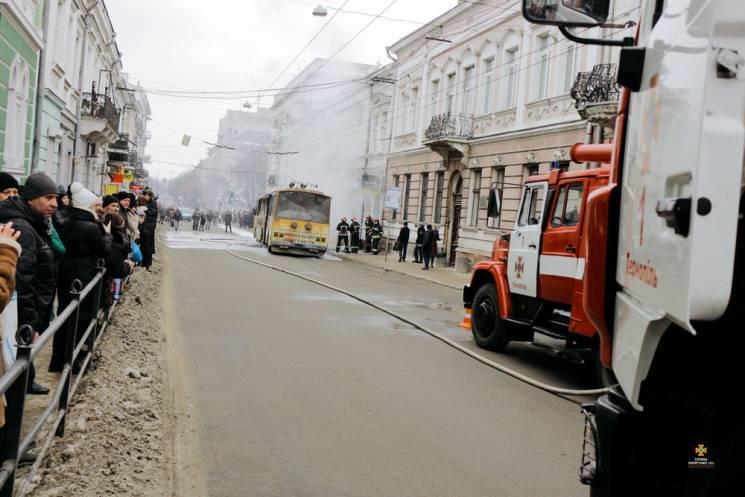 В Тернополе загорелся на ходу троллейбус…