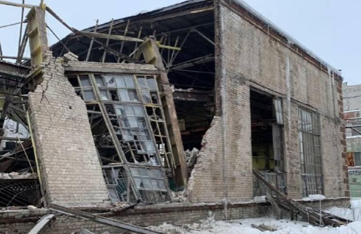 """В """"ДНР"""" обвалилися стіни заводу: Доля одного робочого невідома (ФОТО)"""