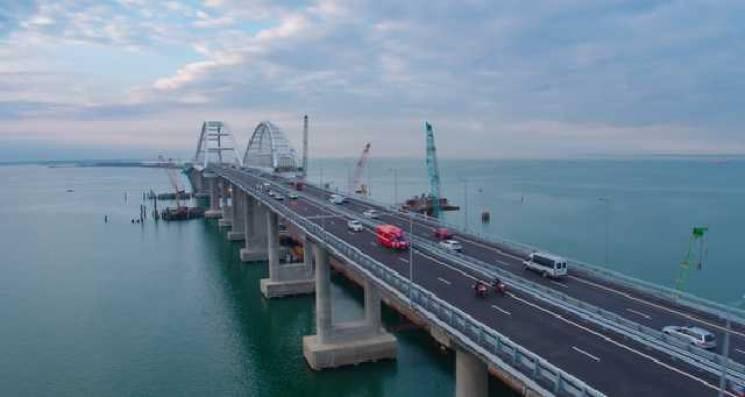 Кримський міст створив загрозу для проходу кораблів, – ЗМІ