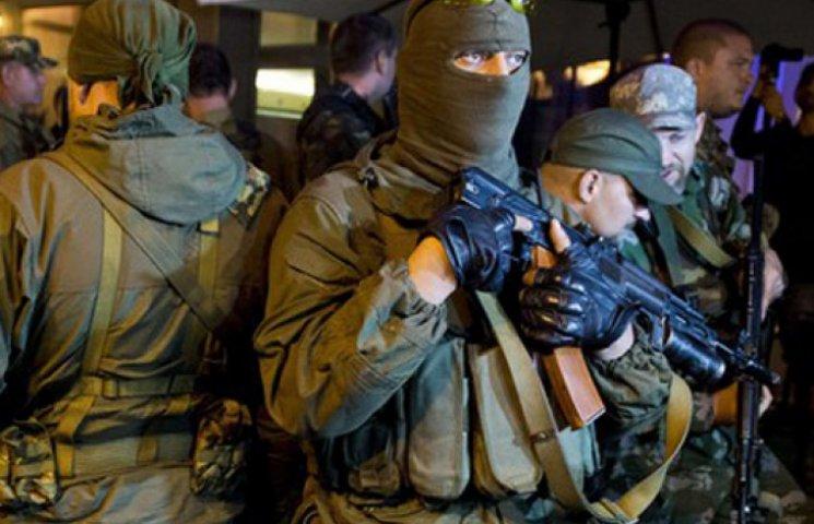 Террористы штурмом взяли в Донецке главк областной милиции, есть убитые