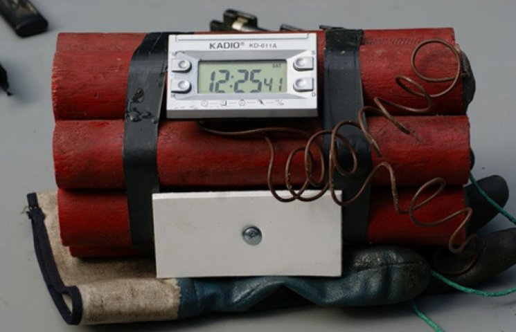 На канале Порошенко ищут бомбу